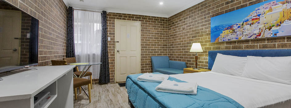 Rotating_Panel_Deluxe_Queen_Room_new_at_Buccaneer_Motel_944x350px